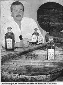Laureano Sígler, en su molino de aceite de acebuche. /JARO MUÑOZ