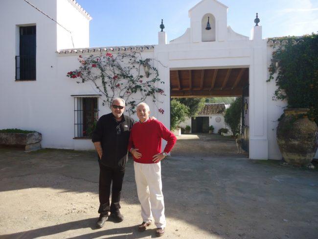 Antonio García Barbeito y Laureano Sígler Silvera, en el molino de aceite El Callejón.