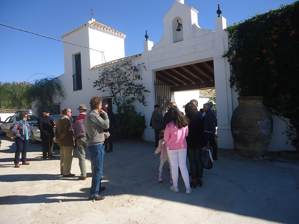 Llegada de los participantes al molino.